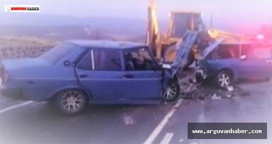 Arguvan'da iki otomobil çarpıştı beş kişi yaralandı