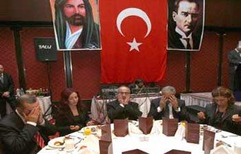 İZZETTİN DOĞAN AKP'NİN ÇALIŞTAYLARLA ALEVİLİĞİ KULLANDIĞINI NİHAYET ANLADI VE AÇIKLADI