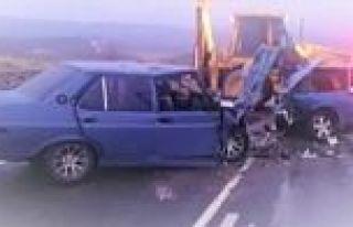 Arguvan'da iki otomobil çarpıştı beş kişi...
